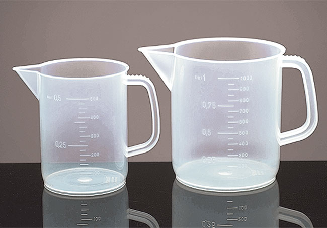 Low Form Polypropylene Plastic Beakers w/ Handles